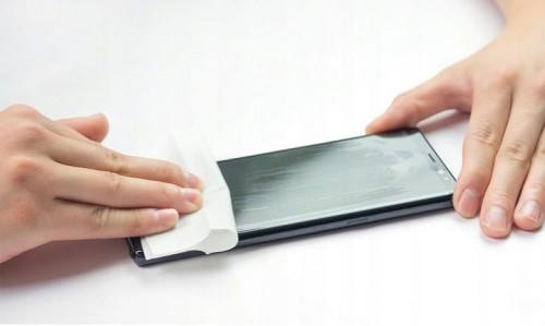 szkło na ekran w płynie spigen glas.tr nano liquid łatwa aplikacja
